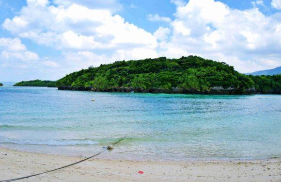 beautiful island!潮の流れが速いので遊泳は禁止です。