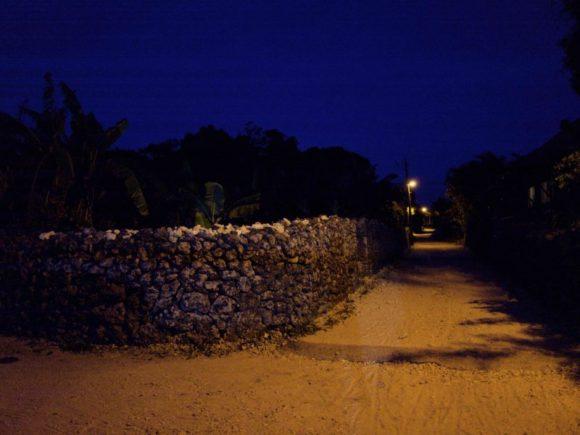 夜の竹富島。真っ暗です。