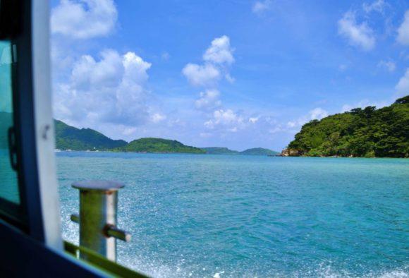セルリアンブルーな海を渡る。