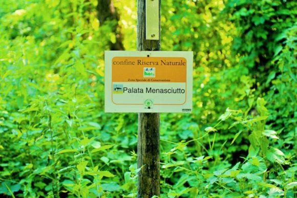 パラータ・メナシウット自然保護区の看板。