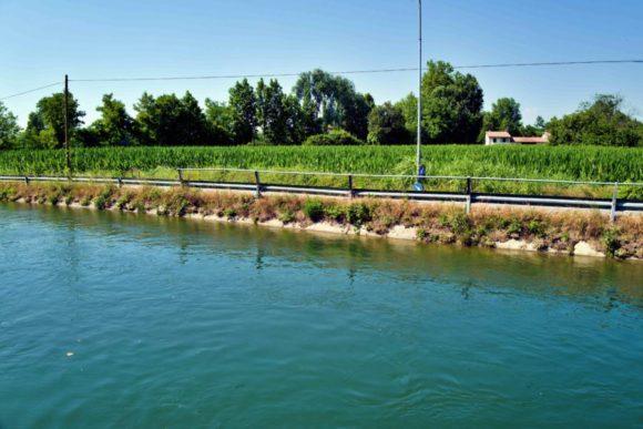 セーリオ川に沿うように進む。