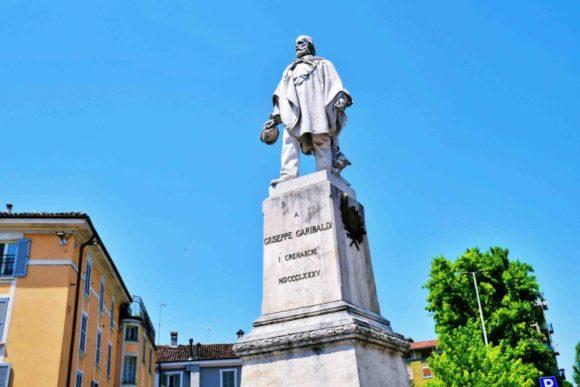 ジュゼッペ・ガリバルディの彫像