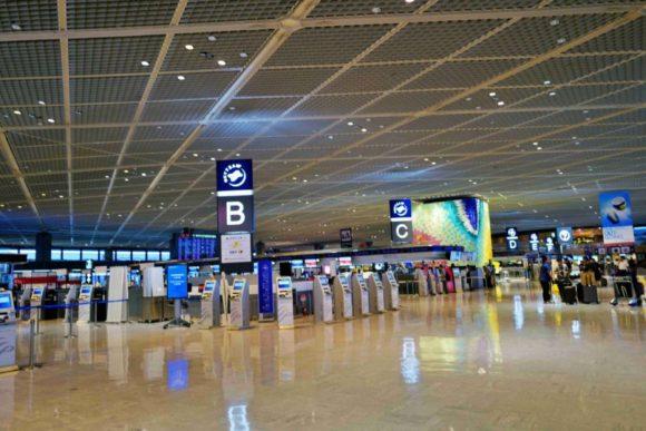 朝の成田空港。
