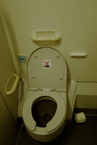 機内のトイレ。