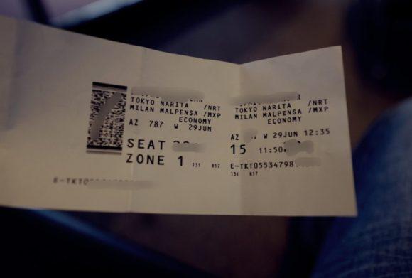 紙切れのようなチケットが発券されます