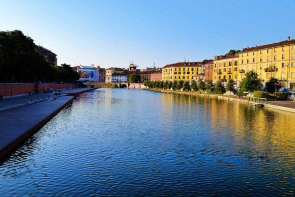 運河とナヴィリオの街並み。
