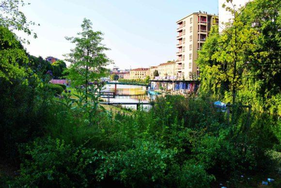 ナヴィリオ運河が見える。