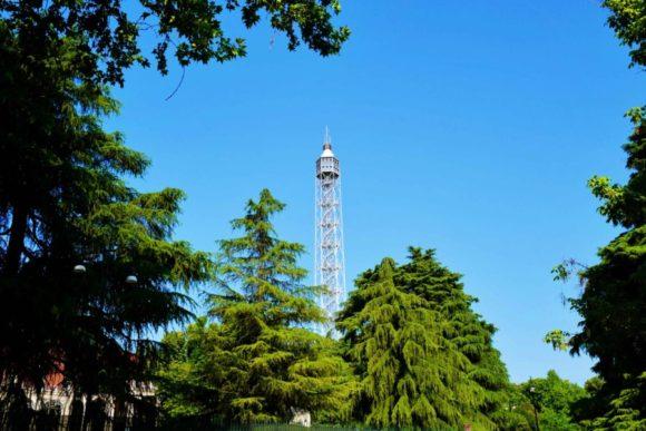 イタリア旅行,ミラノ,ドゥオーモ以外,観光,穴場,おすすめ,展望台,トッレブランカ,ブランカ塔,楽しみ方,最新,スポット,フォトジェニック,夜,出会い,最高,Torre Branca (3)