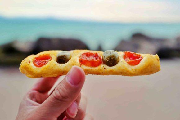 ポルトヴィアしたミニトマトとオリーブのパン。
