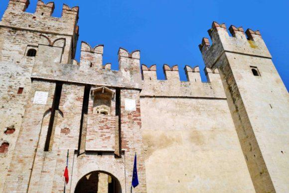 保存状態がかなり良いお城です。