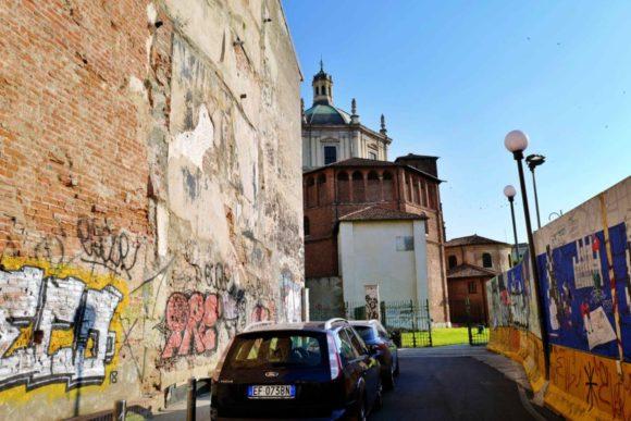 サン・ロレンツォ・マッジョーレ教会が見えてくる。
