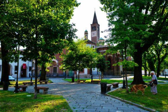 朝のサンテウストルジョ教会。