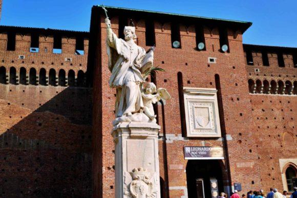 ミラノの守護聖人である聖アンブロージョ