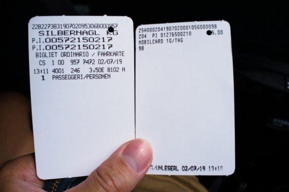 左がバス内で買ったカード(3.5ユーロ)、右がなぜか使えなかったドロミテモバイルカード。