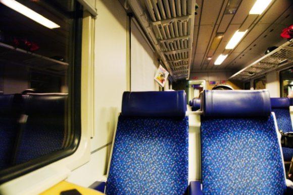 トンネル内の列車の様子。