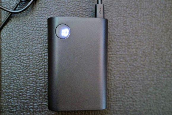 電池残量も一目瞭然(画像では残量10%)。シンプルでわかりやすい。