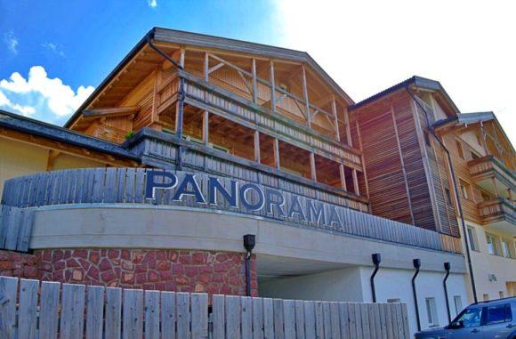 パノラマのログハウス。