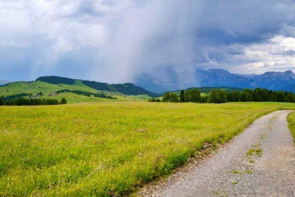リッチ方面も明らかに雨が降っていそう。