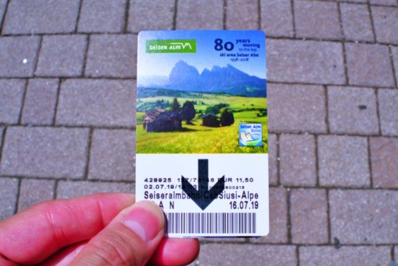 私は片道切符を購入。Solo antada, per favore. (ソロ アンダータ、ペル ファヴォーレ)…片道でお願いします。
