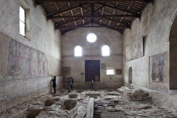 1998年と2005年の間に考古学的調査が行われたそうです。