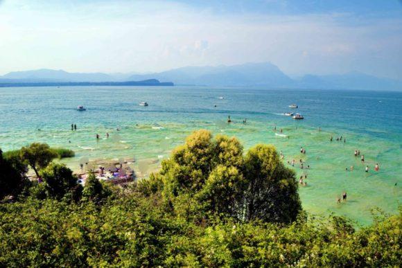 ジャマイカビーチの上に位置する遺跡から撮影。