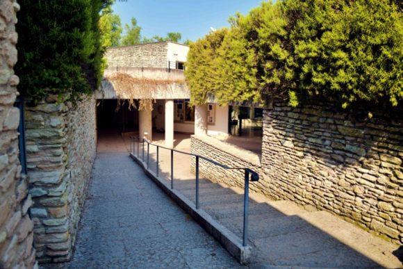 博物館への入り口。