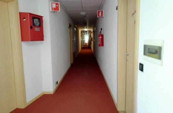 アパートメントアルペディシウジの廊下。