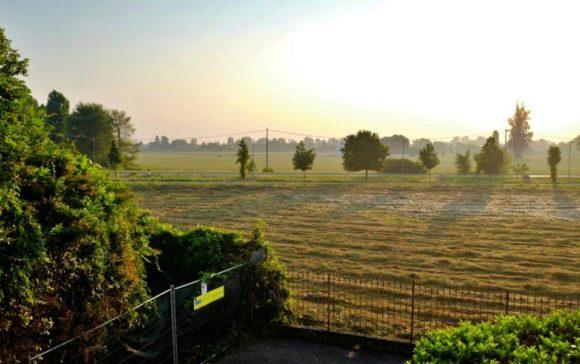 2階から眺める田園風景。