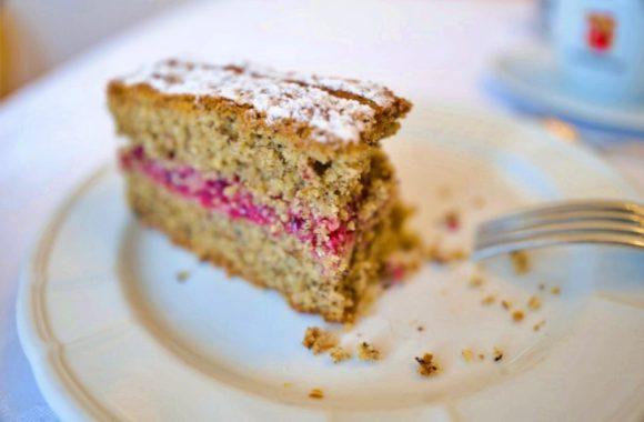 食べかけのケーキ。