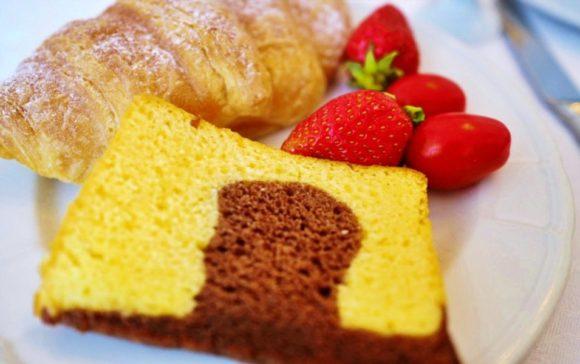 ケーキやパン、イチゴなど