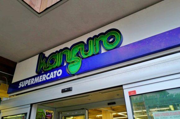 地元のスーパーKanguro。