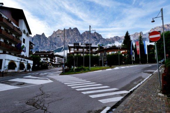 山々に囲まれたコルチナダンペッツォの街。