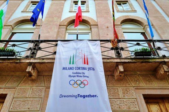 市庁舎もオリンピックムード!