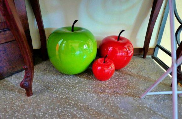 リンゴのオブジェ。
