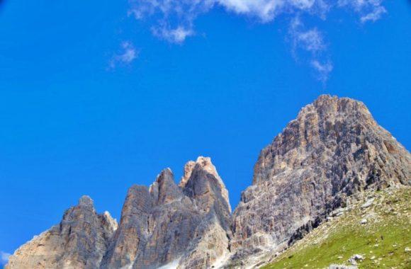 左からオヴェスト、グランデ、ピッコロの岩山。
