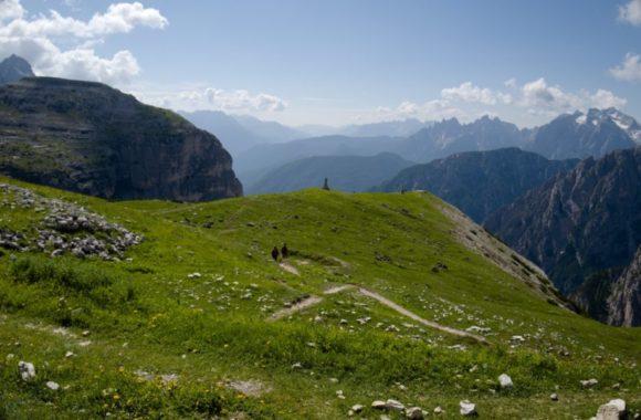 崖の突端にも行けるみたいだ。