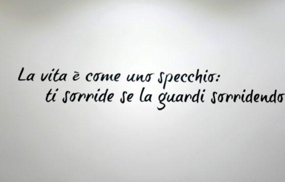 壁にイタリア語。意味は分からない…