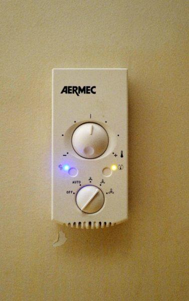 冷暖房のスイッチ