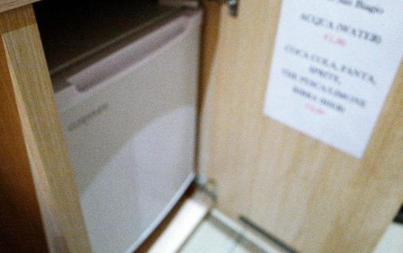 デスク下の冷蔵庫
