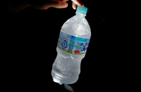 警視庁が公式Twitterで公開した「ペットボトルと懐中電灯でランタン作成」