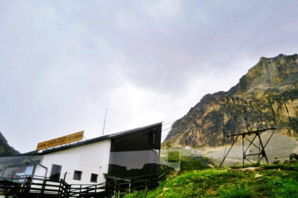 ラガツォイ山へのロープウェイ乗り場