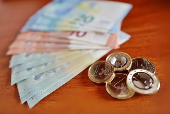 イタリア,消費税,税金,買い物,免税,スーパー,輸入,還付,ブランド,表示,2019,2020,2021,IVA,高い,内税,レシート,外食,見方,法律,罰金,領収書 (金)