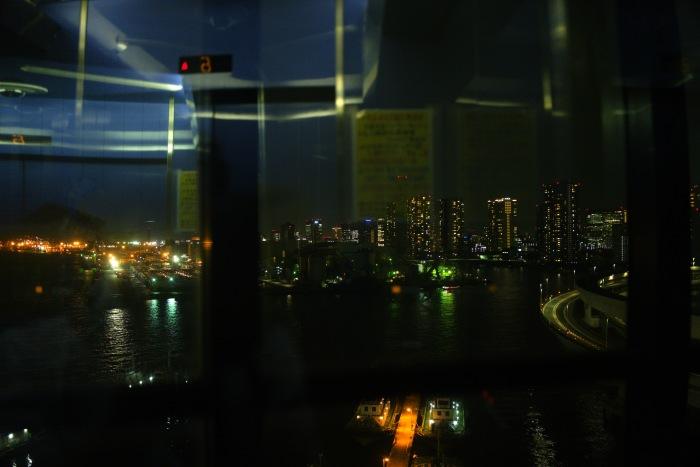 エレベーターからは品川方面が見える。