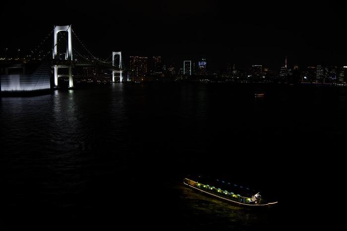 屋形船は都会のホタルだ。