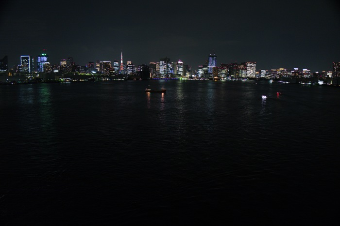 遠くに東京タワーも見えています。