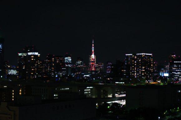 中央の東京タワー