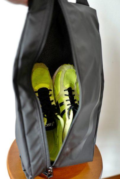 靴2足は収まるんじゃないかと言うほどゆったり収納。