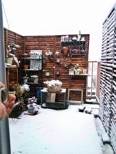 雪のバルコニー。
