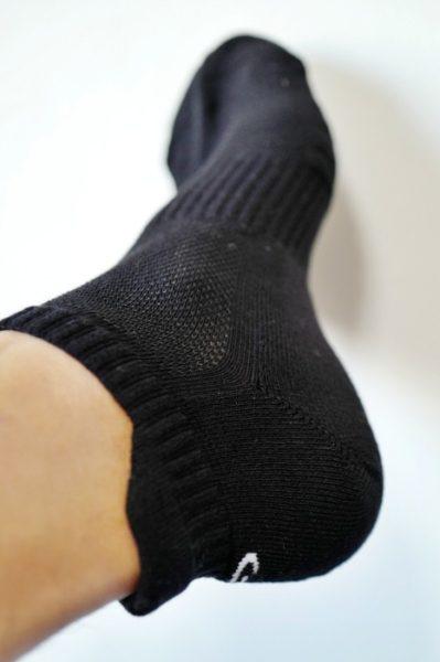 メッシュ編みになっている部分もある。