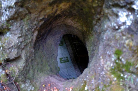 さっきのほら穴に通じていた!